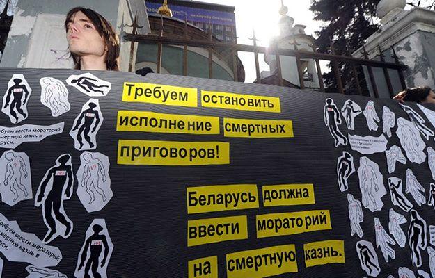 Protest Amnesty International przeciwko karze śmierci przed ambasadą Białorusi w Moskwie