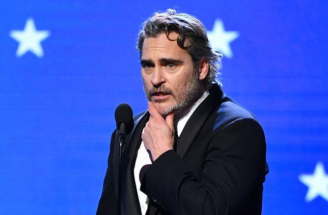 Joaquin Phoenix wciąż przeżywa śmierć brata. Nie mógł w spokoju przeżyć żałoby
