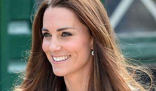 Księżna Kate zamówiła biały płaszcz z polską metką. Jest inspirowany stylem księżnej Diany!