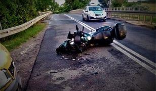 Lubelskie. Tragedia na DK 76. Motocyklista wbił się w bok busa