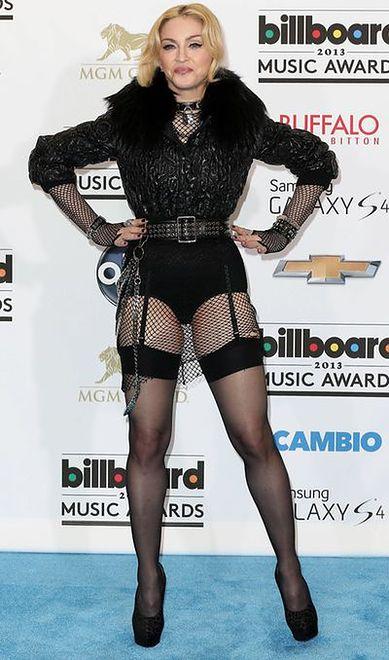 Madonna - kłódka na szyi i podwiązki