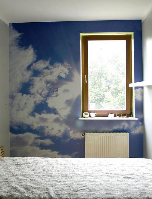 Plik ze swoim ulubionym zdjęciem wystarczy zanieść do firmy poligraficznej, która sprawdzi jego parametry, wydrukuje na wybranym podłożu, a w niektórych przypadkach - gotowy produkt naklei też na ścianie.