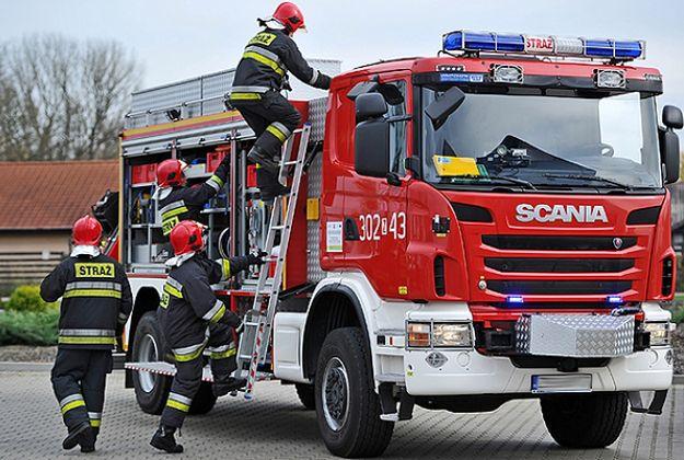 Gigantyczny pożar w Zieminie. Z ogniem walczy kilkudziesięciu strażaków