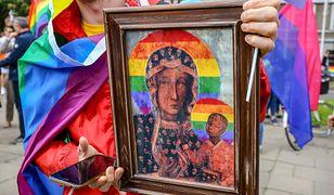 Wizerunek Matki Boskiej Częstochowskiej w tęczowych barwach