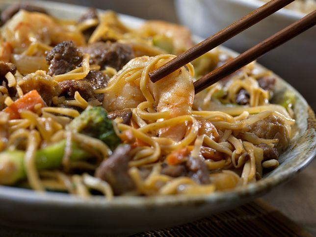 Chow mein to zarówno nazwa makaronu, jak i dania
