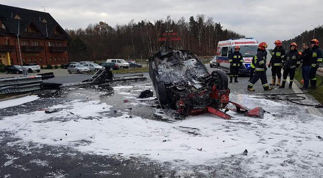 Tragiczny wypadek na trasie S8. Po uderzeniu w barierę kierująca spłonęła w aucie