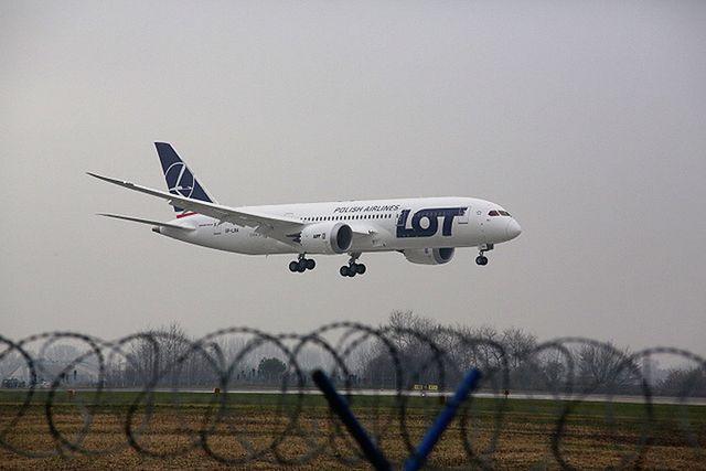 Mamy pierwsze zdjęcia z lądowania Dreamlinera - zobacz