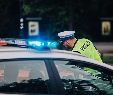 Policjanci drogówki zatrzymali nietrzeźwego 27-latka, który z premedytacją wjechał w grupę pieszych
