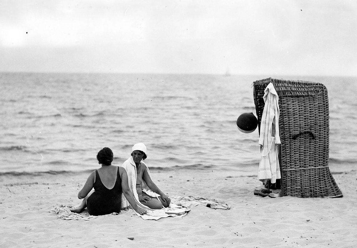 Jak Polacy przed wojną zachowywali się na plaży? Parawany to jeszcze nic