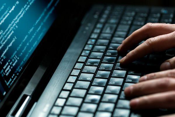 Możliwy wyciek danych 500 tys. pracowników poczty po ataku hakerów w USA