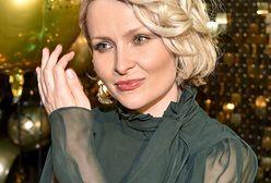 Marieta Żukowaka wygina się przed obiektywem. Założyła tylko kabaretki, szpilki i body