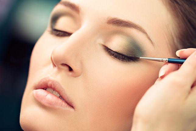 Eyeliner w pisaku – sposób na precyzyjny i elegancki makijaż oka