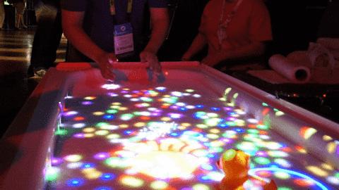 Nowy wymiar zabawy w wannie: ekran dotykowy na wodzie