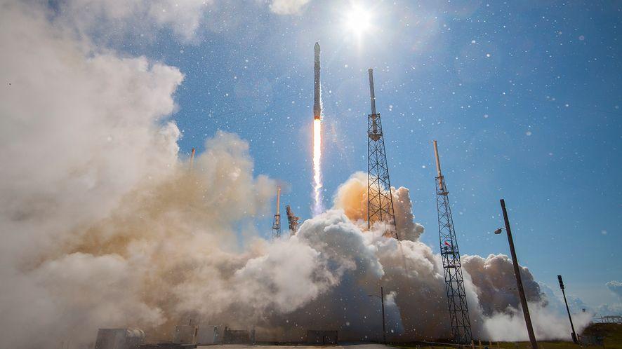 Start rakiety Falcon 9 (źródło: SpaceX)