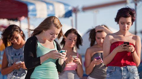 Francja zakazuje smartfonów w szkołach. Nie będzie można korzystać nawet na przerwach