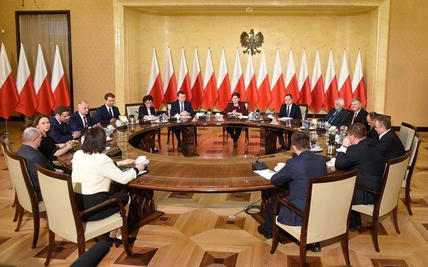 Opozycja po spotkaniu z premier Szydło ws. TK. PO, PSL i Nowoczesna przeciw propozycji PiS