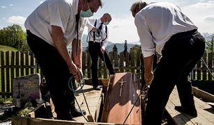 Brzeziny. Powraca spór o wysokie ceny na cmentarzu
