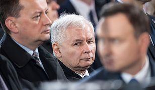Przeczekać strajk kobiet i poskładać klub PiS. Jarosław Kaczyński walczy o większość