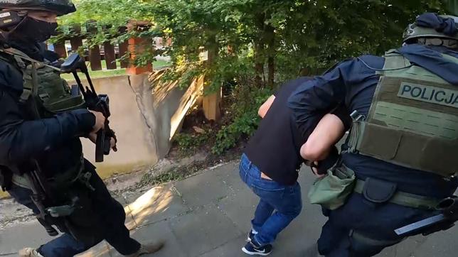 """Kontrterroryści """"odwiedzili"""" przestępców nad ranem (Fot: KWP Gdańsk)"""