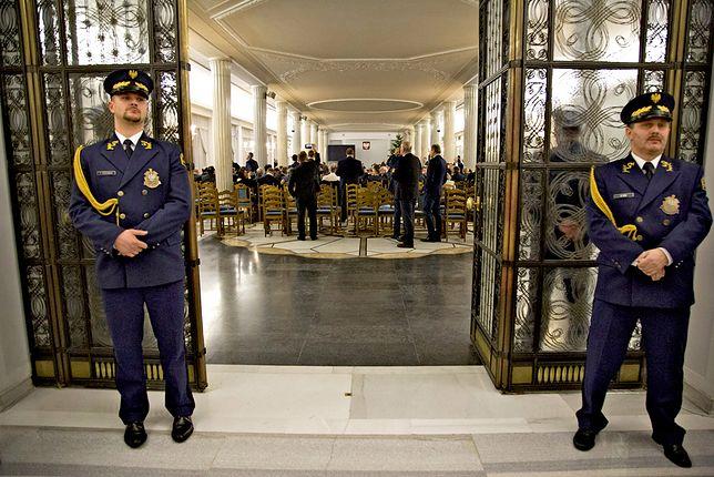 Policja: przyjmujemy zawiadomienie o naruszeniu miru straży marszałkowskiej