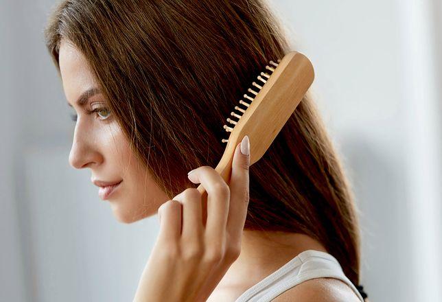 Dla odświeżenia fryzury możesz samodzielnie podciąć włosy w domu.