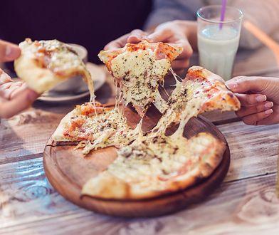 Jak zrobić pizzę bez drożdży? Odkryj domowy sposób na włoski przysmak