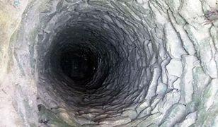 Ukraina. Matka wskoczyła za córką do 17-metrowej studni