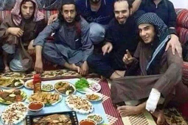 Posiłek po zachodzie słońca w czasie Ramadanu