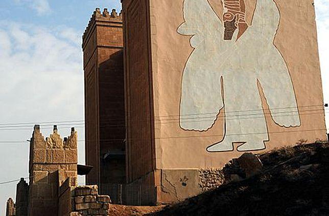 Jedna z bram prowadzących do Niniwy; zdjęcie archiwalne - 2008 r.