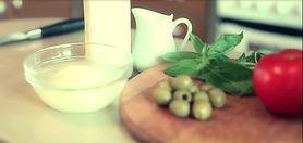 Wegetariański tatar z pomidorów, oliwek i mozzarelli - zobacz przepis (WIDEO)