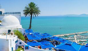 Turyści kochają m.in. Dżerbę - za błękitną wodę, delikatny piasek i wyjątkową atmosferę