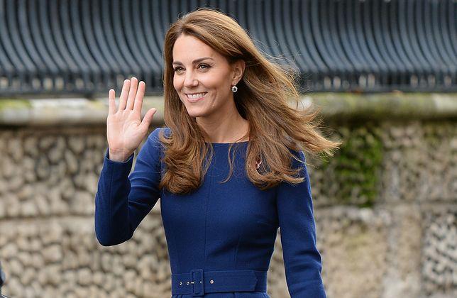 Kate Middleton z makową broszką
