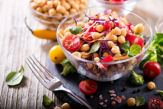 Czy warto stosować dietę zasadową? Jej twórca został skazany na więzienie