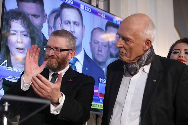 Janusz Korwin-Mikke i Grzegorz Braun na wieczorze wyborczym Konfederacji.