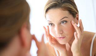 Skóra wokół oczu jest delikatna i cienka, dlatego zdradza wiek oraz samopoczucie