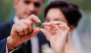Obrączki ślubne mogą być wykonane ze srebra, złota lub platyny