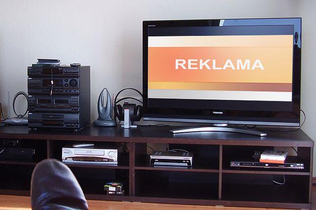 Polacy mają sposób na omijanie reklam w TV! W kilka sekund przewijają całe bloki