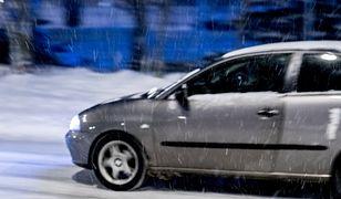 Jazdę utrudniają śnieżyce i wichury