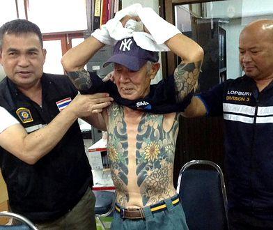 Członek yakuzy z tradycyjnym tatuażem irezumi