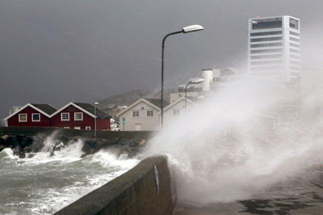 """Huragan """"Ole"""" uderzył w północną część Norwegii"""
