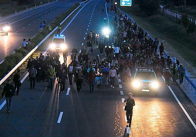 Starcia z policją, marsz na Budapeszt. W nocy zawrócili