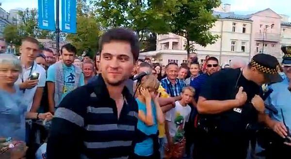 Strażnik miejski nie poradził sobie z tłumem