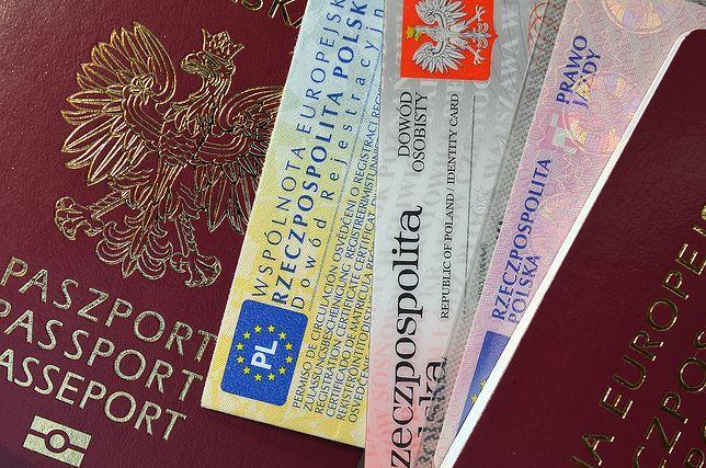 Znalazłeś kartę płatniczą lub dokumenty? Nigdy nie rób takich zdjęć!