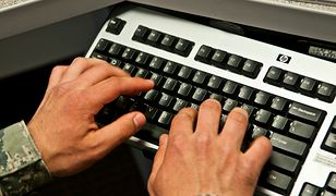 """Internauci chcą ukarania """"funkcjonariusza rasisty"""". Policja zapewnia, że konto jest fake'owe"""