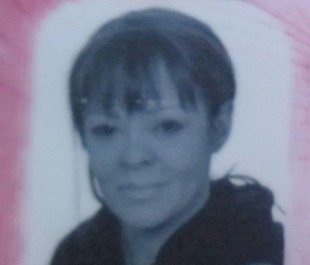 Policja szuka kobiety, która wyłudzała kredyty na nazwisko mieszkanki Poznania