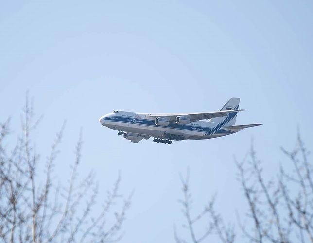 An-124, wylądował na lotnisku na warszawskim Okęciu