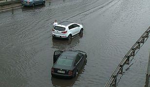 Auto vs ulewny deszcz. Co robić?