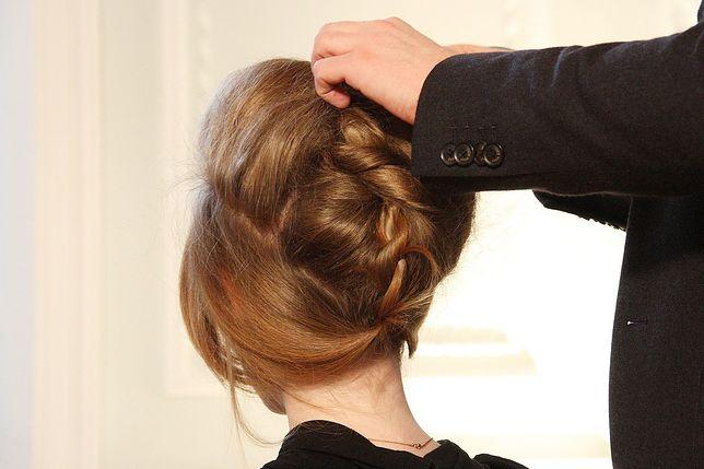 Lekkie i sprężyste włosy jak od fryzjera to jeden z efektów, które dają kosmetyki z keratyną