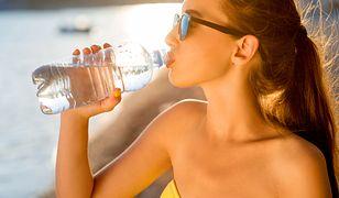 Wszystkie oznaki, które zdradzają, że musisz pić więcej wody