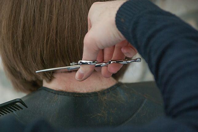 Chciała zwrócić perukę. Fryzjerka rzuciła się na nią z pięściami